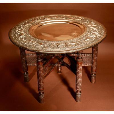 Une Table Basse Pliante Empire Empire Moghol Très Décorative Du Moyen-orient Anglo-saxon. Vers
