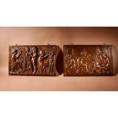 Une Paire Originale De Sculptures En Reliefs En étain Avec Le Sujet d'Un Atelier De Peintres Et