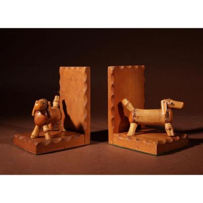 Une Paire d'Amusant Serre-livres Art Déco En Bambou Pour Chiens, Vers 1920-1940