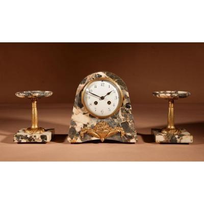 Art Déco Français Très élégant Garniture d'Horloge élégante, Vers 1920.
