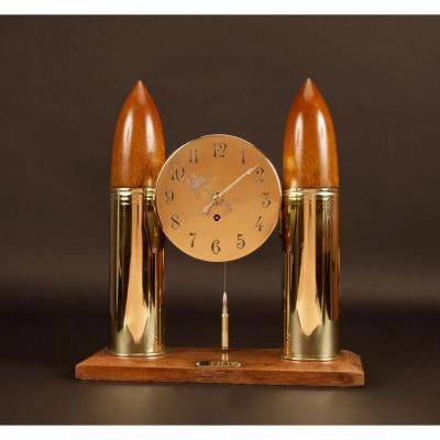 Première Guerre Mondiale, 1914-1918, Une Pendule De Cheminée En Laiton Et Une Coquille En Forme