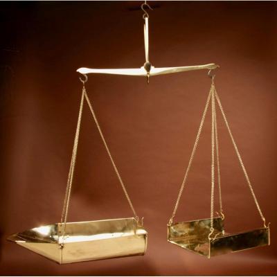 Une Balance De Poutre d'équilibre Suspendue En Laiton Frison