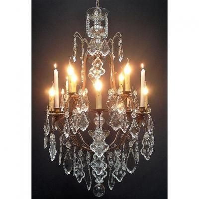 A Refined Italian Chandelier With 8 Bright Points