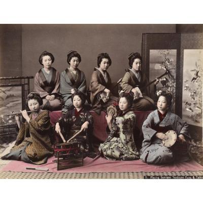 Kusakabe Kimbei (1841-1934) Playing Samsen, Tsudzumi, Fuye & Taiko Japon, Circa 1880