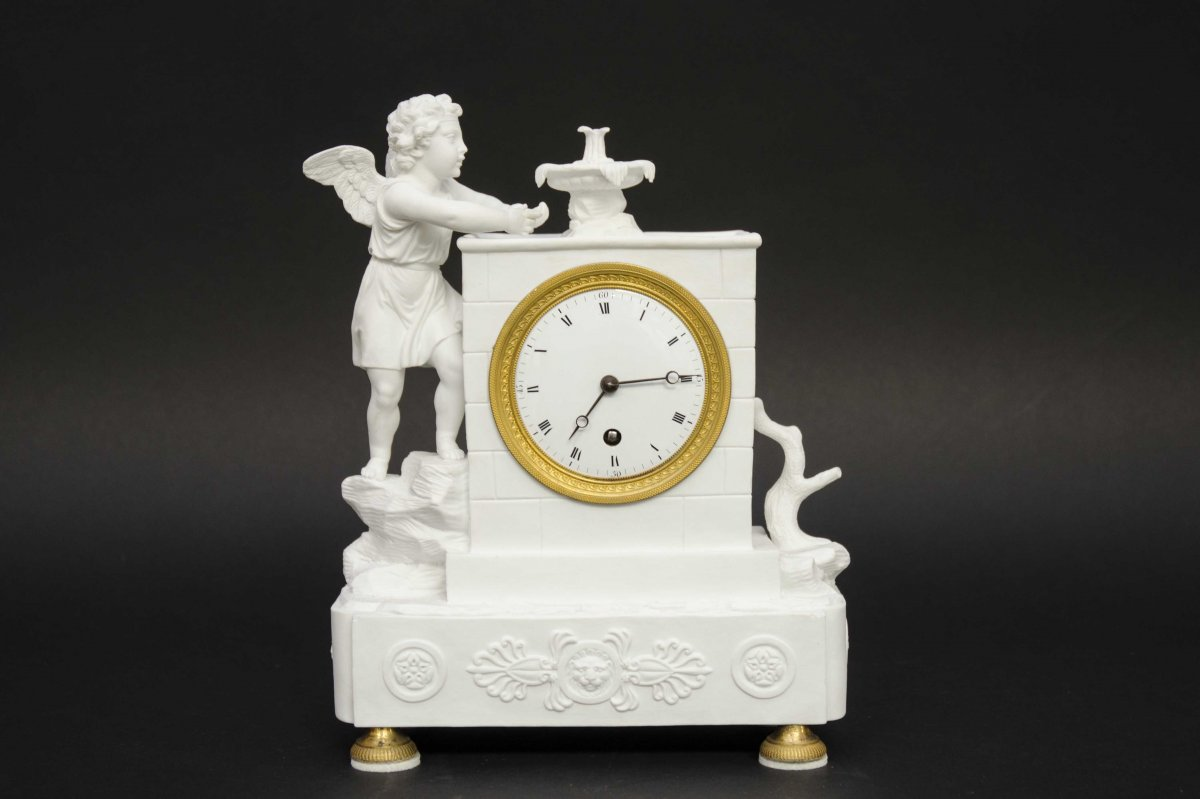 """Pendulum Clock """"angel By The Fontain"""", Biscuit, France, Circa 1860, H 27cm"""