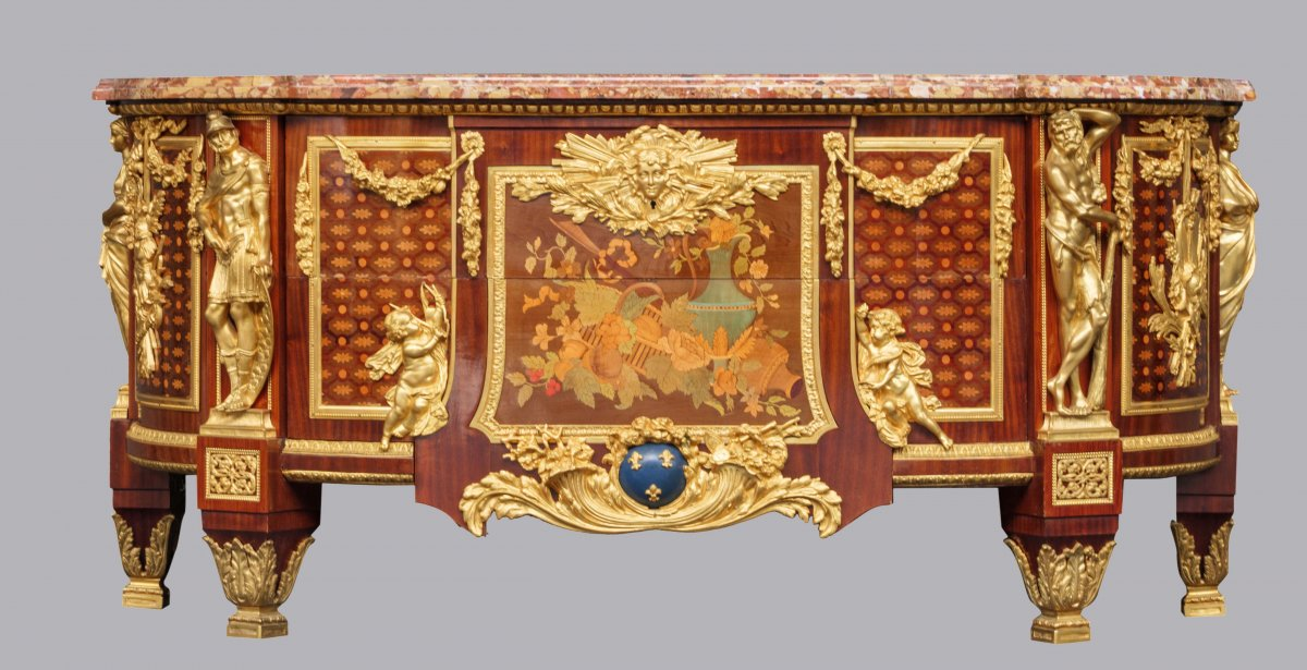 """Commode """"aux Guerriers"""" After Riesener, Royal Furniture, Louis XVI, Late 19th Century"""