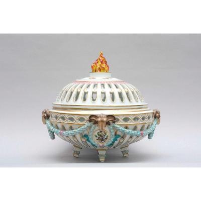 Rare Centre De Table, Pot-pourri Aux Têtes De Béliers, Porcelaine De Meissen