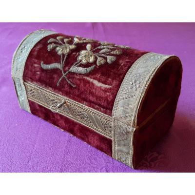 Wooden And Velvet Box : 19th Century Golden Threads