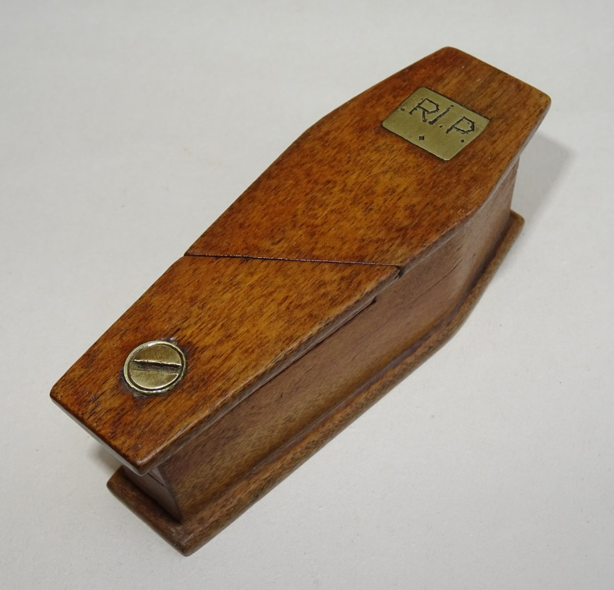 Coffin Shaped Snuffbox - Rest In Peace