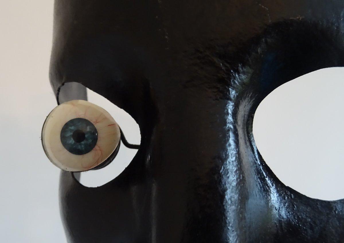 Masque De Fer -  Curiosité d' Optique