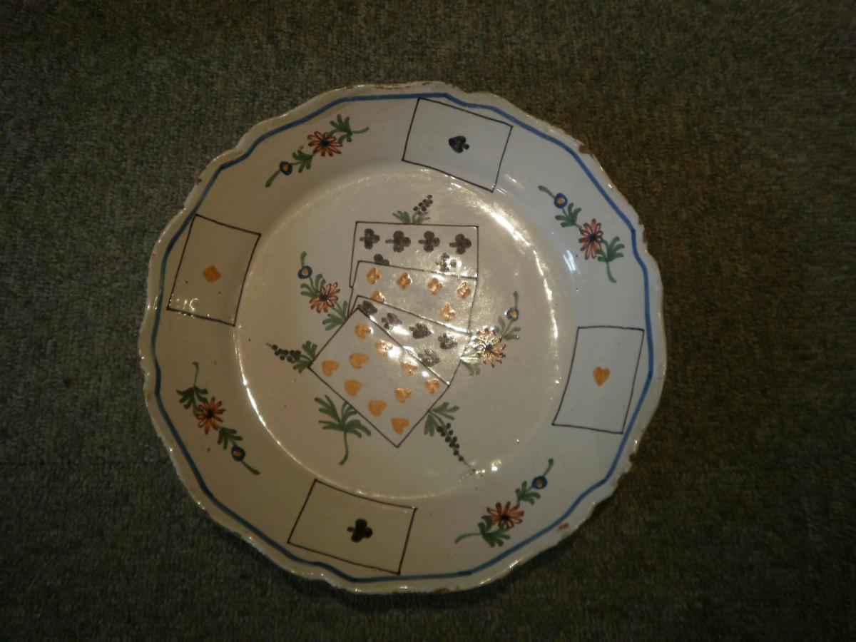 FaÏence De Nevers -- XVIIIème Siècle - Assiette Aux Cartes