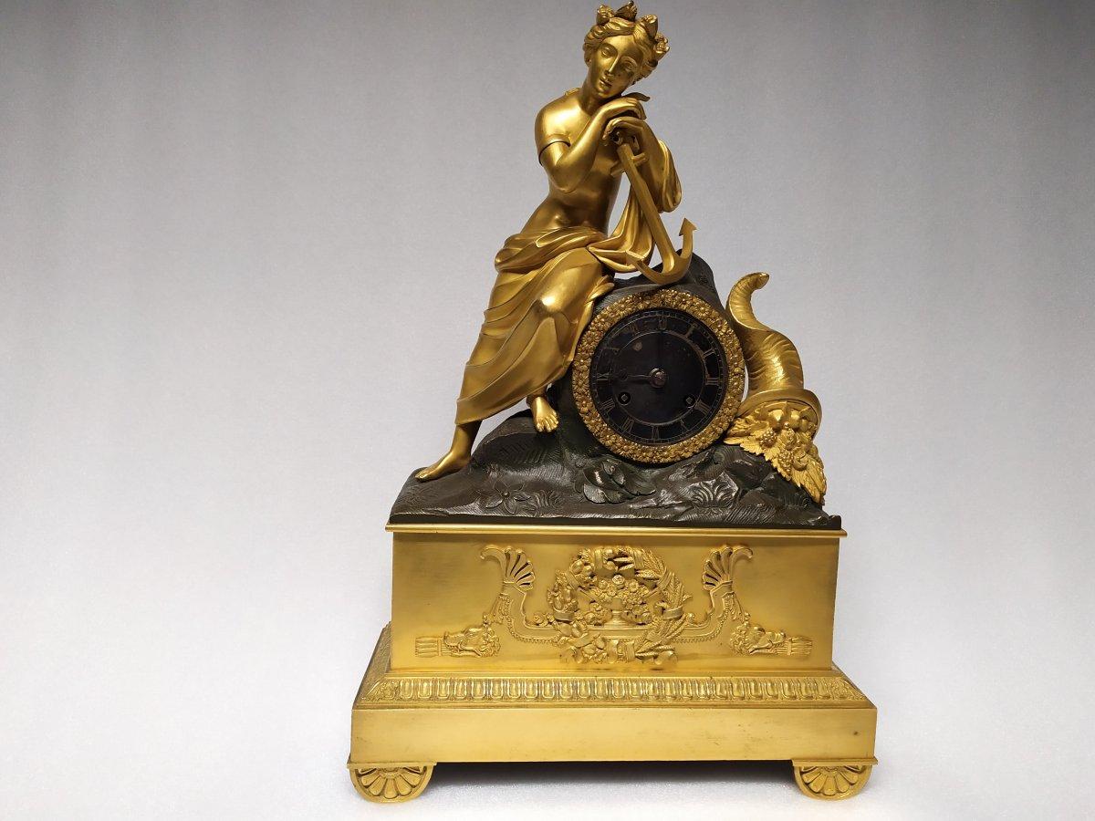 Pendule En Bronze Dore A Double Patine – XIXème.