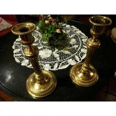Paire De Bougeoirs En Bronze Dore – Style Louis XVI