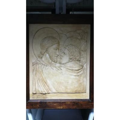 Bas-relief En Platre – Le Baiser De Juda – Edmond Delphaut – XXème Siècle.