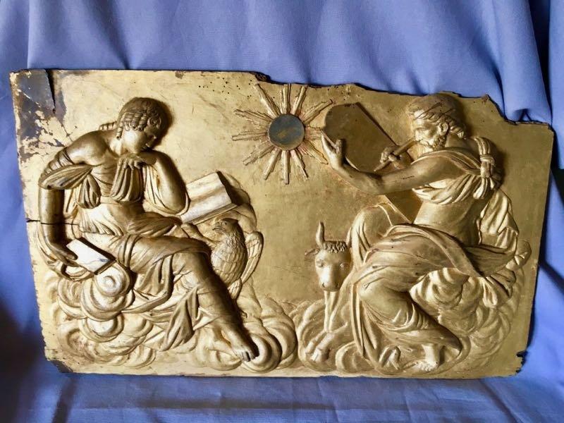 Panneau En Bois Sculpté En Bas Relief Et Doré