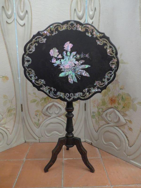 Napoleon III Pedestal Table