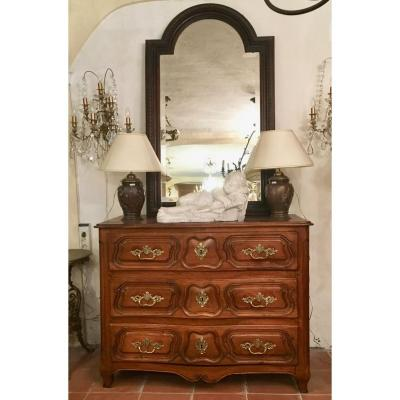 18th C Curved Walnut Chest Of Drawers