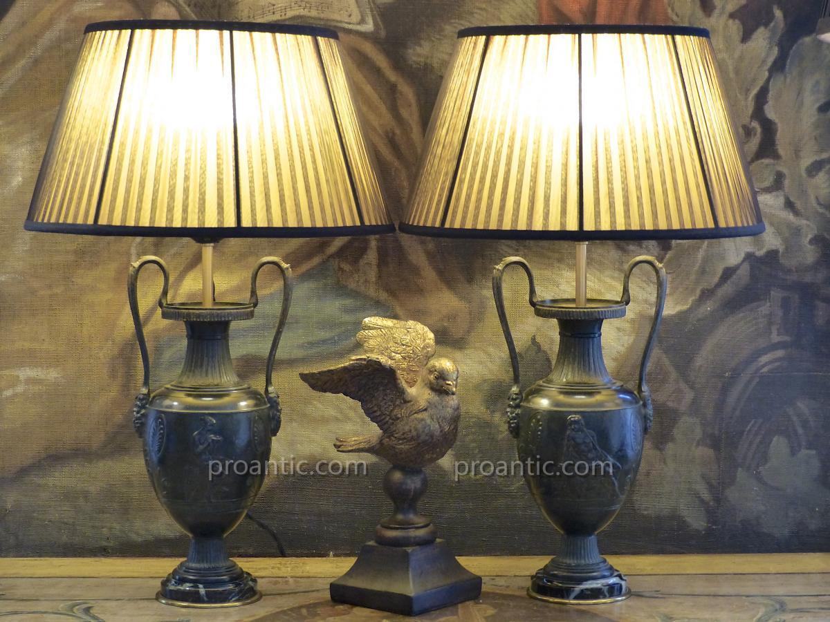 Paire de vases néoclassiques montés en lampes, XIXe