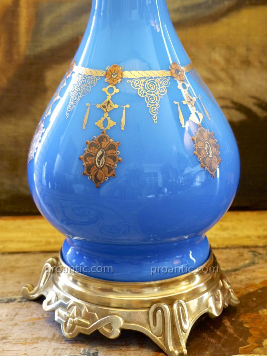 Lampe Napoléon III en opaline bleue avec pendentifs peints