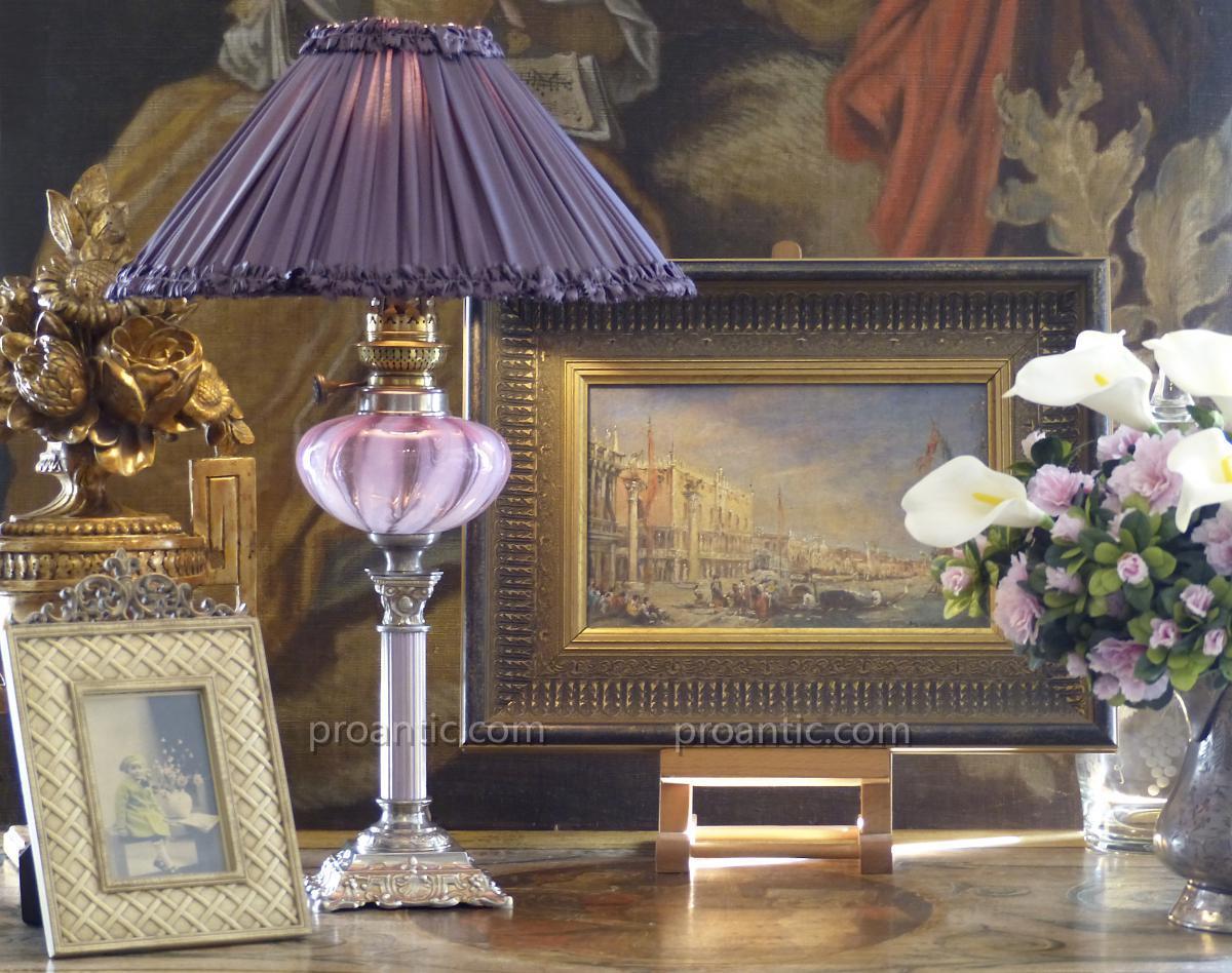 Lampe à Pétrole électrifiée, à Rare Réservoir Berlingot Rose, XIXe