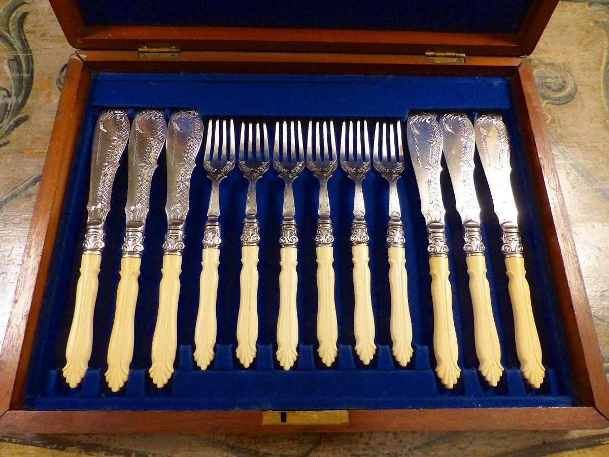 Couverts à poisson pour 6 convives, manches d'ivoire sculpté, Angleterre, XIXe