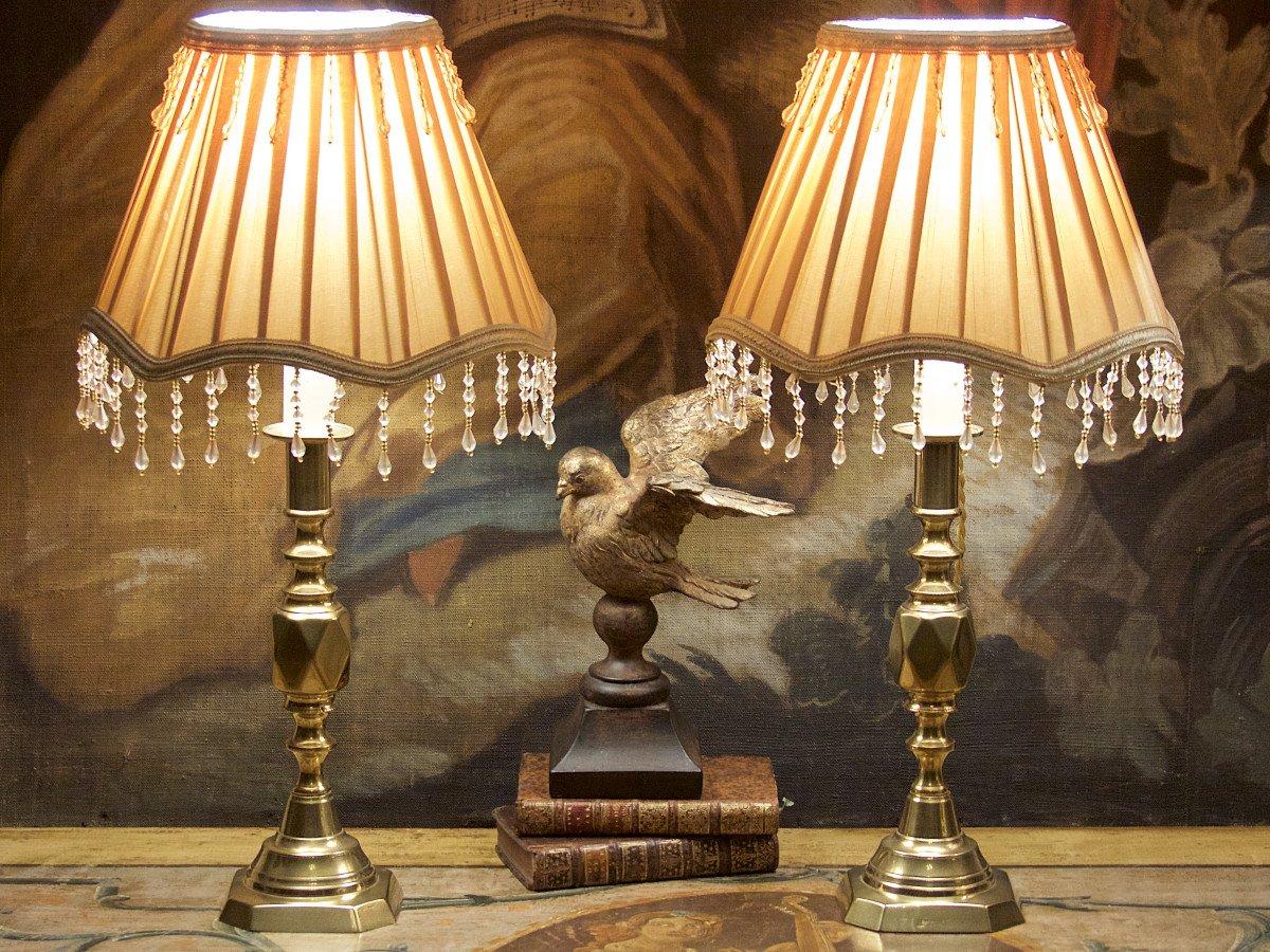 Paire De Bougeoirs Anglais Jubilé De La Reine Victoria 1897, Montés En Lampes, époque Fin XIXe
