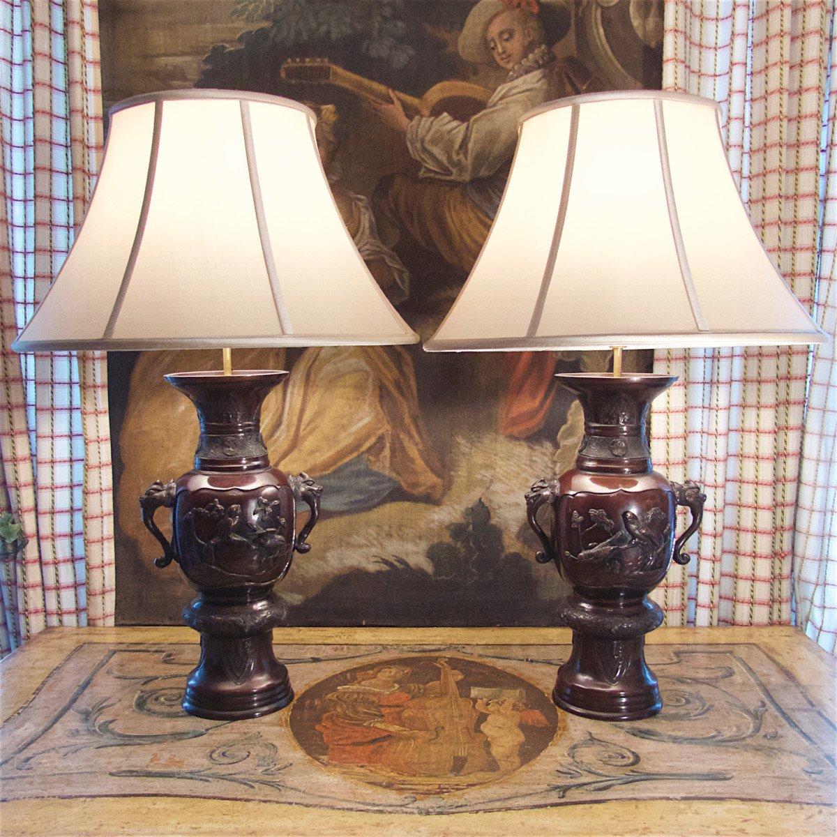 Paire De Lampes : Grands Vases En Bronze à Patine Acajou, Japon, époque Meiji