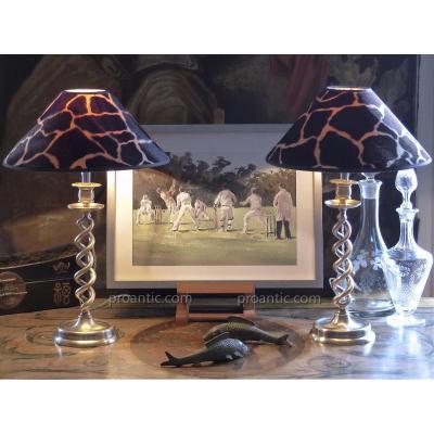 Paire de bougeoirs Anglais à double spirale montés en lampes. Laiton Décapé, Fin XIXe