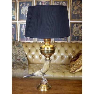 Ancienne Et Très Grande Lampe à Pétrole Avec Corne Et Dauphin, Angleterre, XIXe