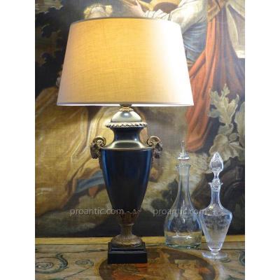 Grande Lampe De Style Louis XVI En Céramique Noire à Têtes De Béliers