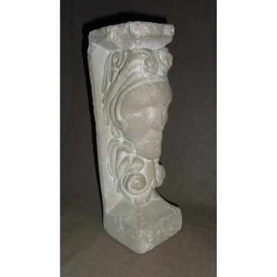 Cariatide Sculptée