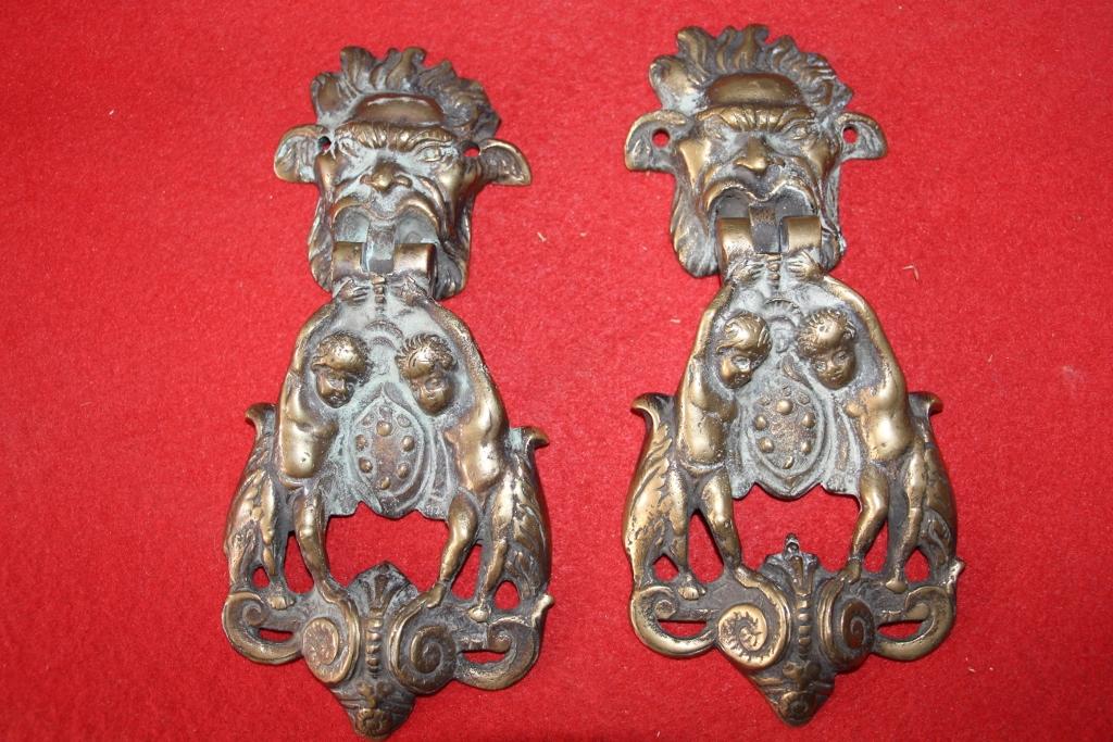 Paire De Heurtoirs De Porte En Bronze