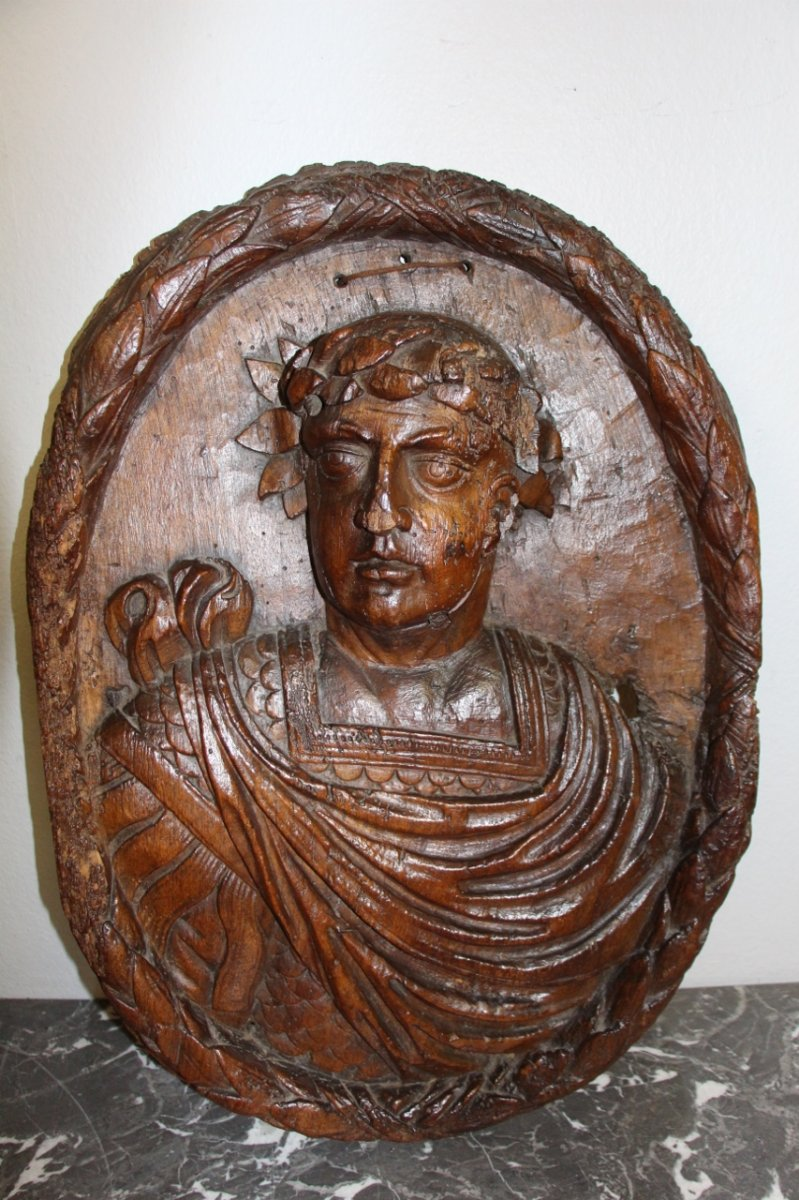 Large Bas Relief In Carved Walnut From The XVIIth Representing A Roman Emperor