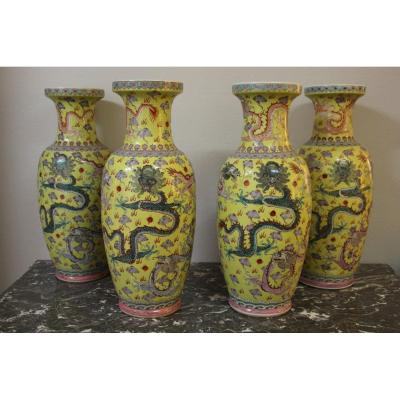 Suite De Quatre Grands Vases En Porcelaine , Chine Début XXeme