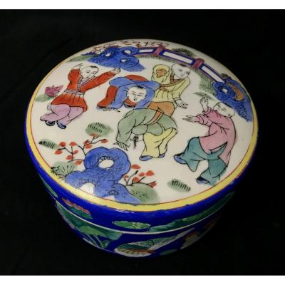 Porcelain Box With Chinese Motifs