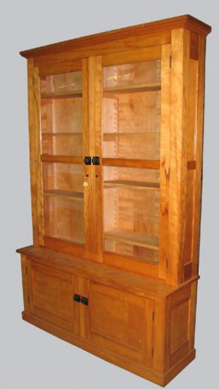 Travail canadien meuble en placage d 39 erable ou de for Antiquaire lille meuble