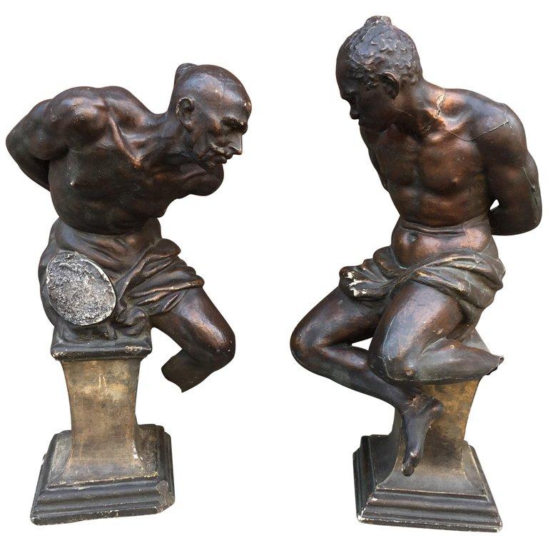 2 Anciennes Sculptures En Plâtre Représentant Des Esclaves Entravés