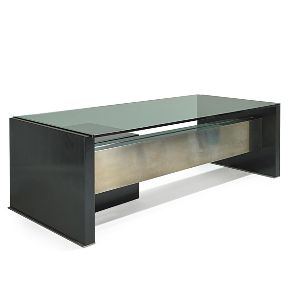 osvaldo borsani tres grand bureau en metal laque. Black Bedroom Furniture Sets. Home Design Ideas