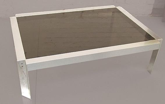 Georges Frydman, Table De Salon A Structure En Aluminium Et Fonte d'Aluminium  , Plateau En Ver