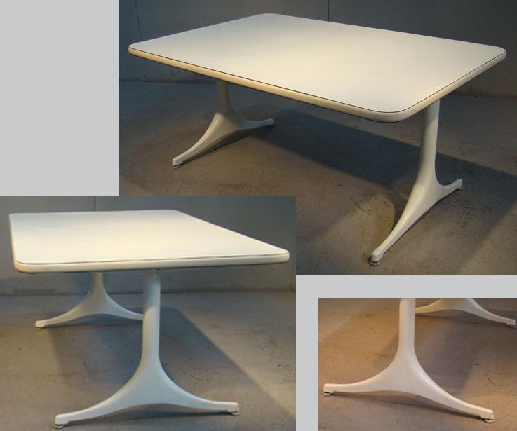 Georges Nelson, Table De Salon , Plateau Recouvert De Stratifie Blanc,sur 2 Pieds En Aluminium