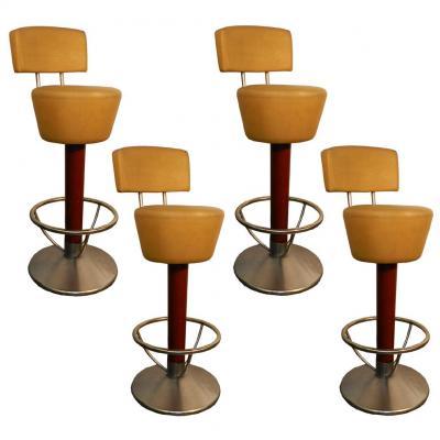 Suite De 4 Hauts Tabourets De Bar, Structure Aluminium Et Chrome, Fut En Bois Teinte Vers 1970