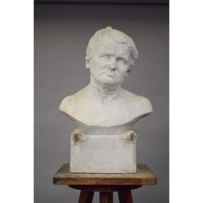 """Ernestine Sirine-real (1899-1994) """"buste De Femme"""". Platre Non Signé. H. 61cm."""