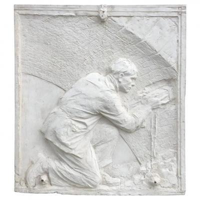Ancien Bas-relief En Platre Représentant Un Maçon, époque Art Deco