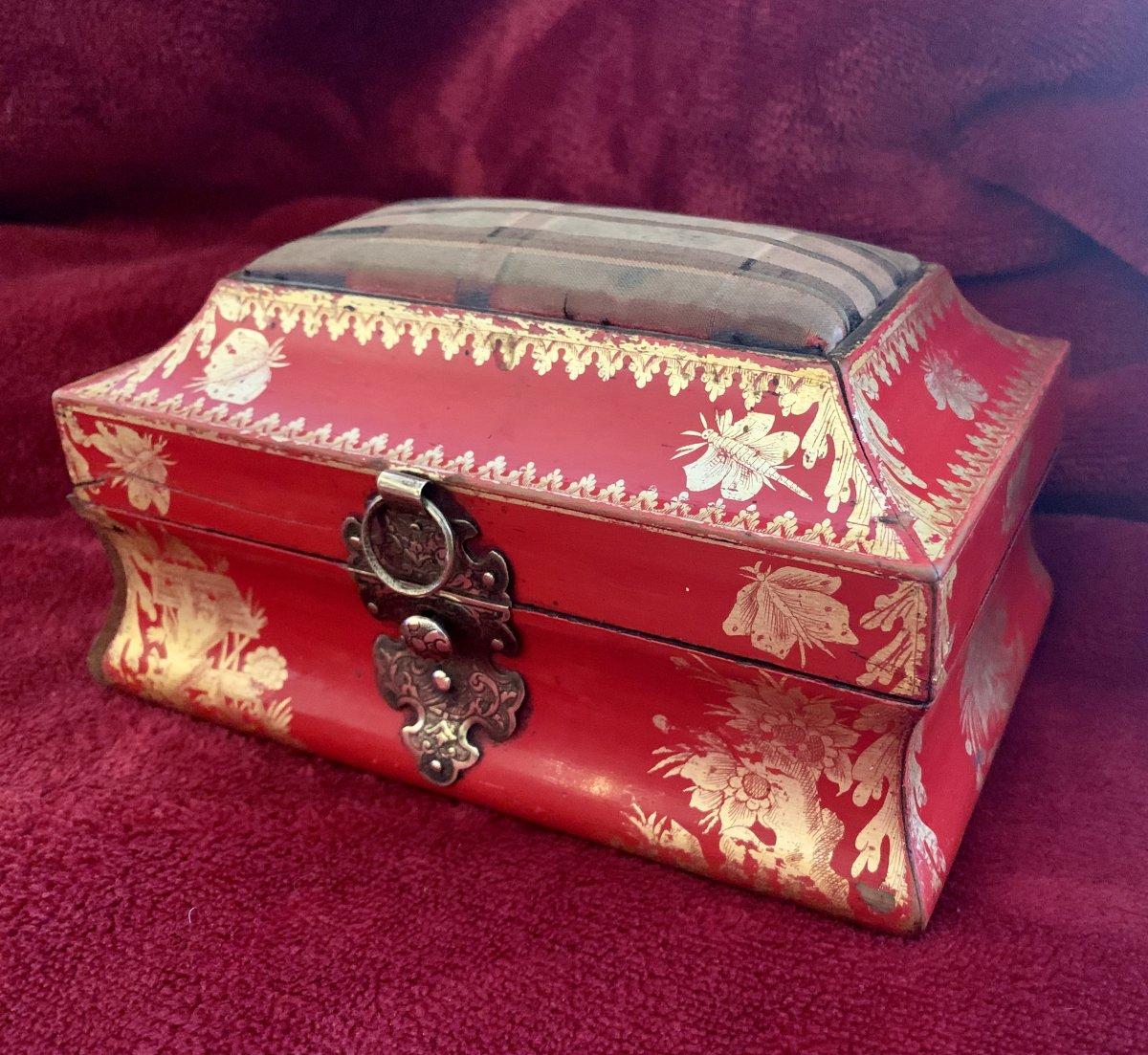 Belle Boîte En Laque Rouge XVIIIe