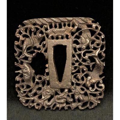 Tsuba en bronze à fins motifs aquatiques, XIXème