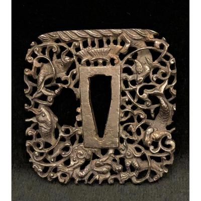 Bronze Tsuba With Fine Aquatic Motifs, XIXth