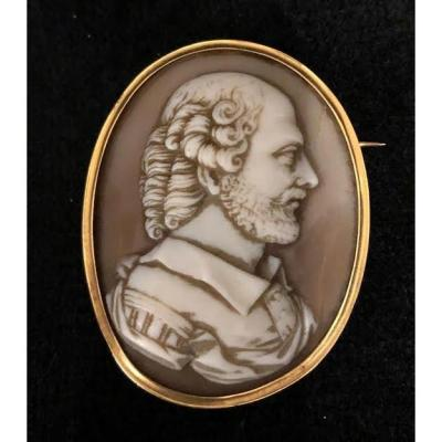 Gold Cameo Brooch