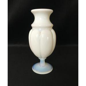Vase En Opaline
