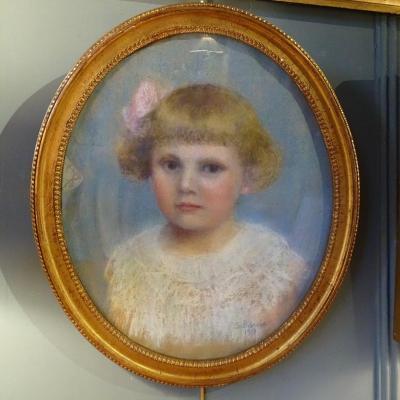 Portrait d'Une Petite Fille, Pastel Daté 1917