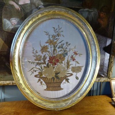 Broderie Sur Soie, Bouquet De Fleurs En Médaillon